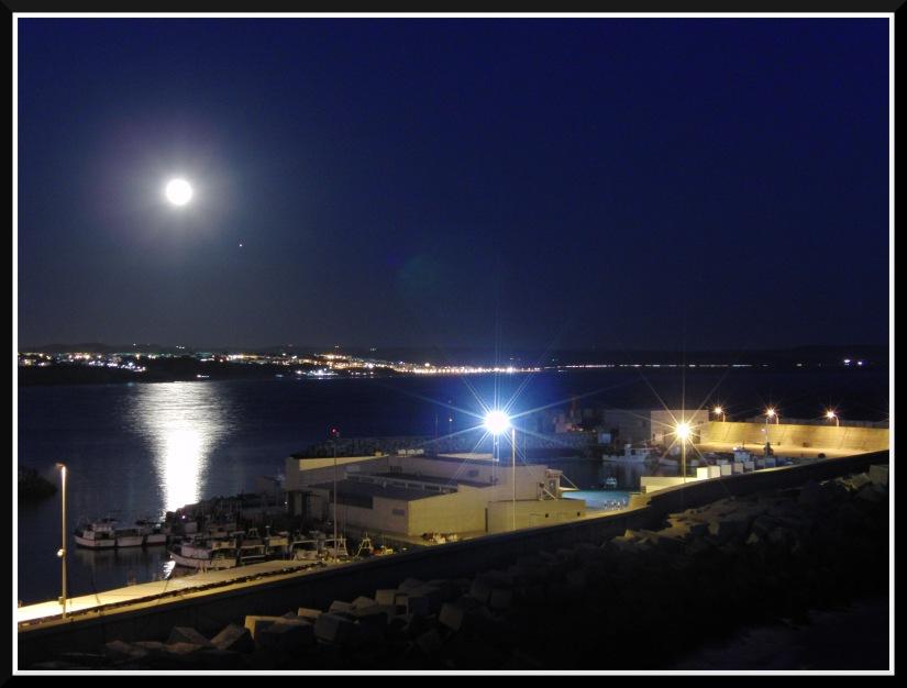 La luna llena sobre Conil.... ahuuuuuuu!!!