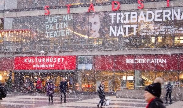 Nevando en Sergels Torg