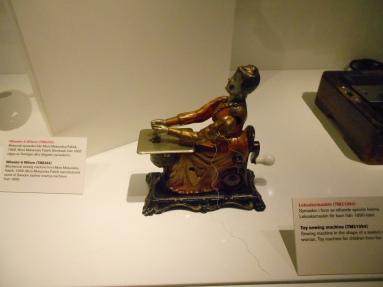 Máquina de coser de juguete de finales del siglo XIX